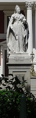 Victoria Statue Cape Town (cropped).jpg