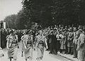 Vier deelneemsters passeren te Wijchen op de tweede dag van de 27e Vierdaagse ZK – F40830 – KNBLO.jpg
