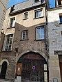 Vieux tours, 9 rue de l'Arbalète, logis noble 16èm siècle.jpg