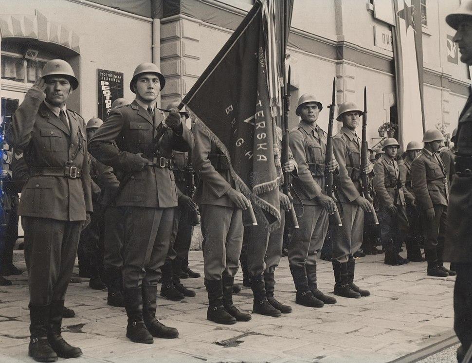 Vojnici docekuju Tita u Pirotu