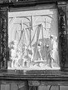 voorgevel, replica van het gebeeldhouwd reliëf, voorstellende het weegbedrijf, door ton mooy - gouda - 20335172 - rce