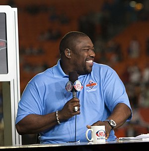 Warren Sapp - Warren Sapp on the set of NFL Network in 2010