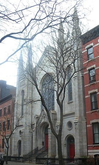 Washington Square Methodist Episcopal Church - Image: Washington Sq UMC 135 W4 cloudy jeh