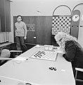 Wereldkampioenschap dammen te Den Haag , Sijbrands zittend en Andreiko lopend, Bestanddeelnr 926-7534.jpg