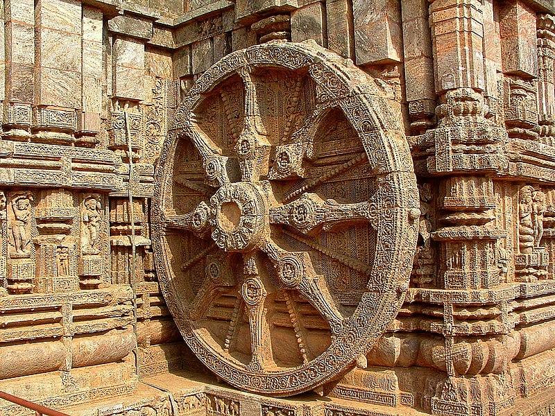 चित्र:Wheel of Konark, Orissa, India.JPG