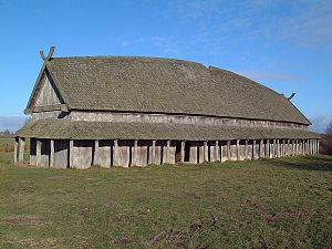 Trelleborg (Slagelse) - The reconstructed longhouse by the trelleborg.