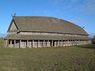Trelleborg (Slagelse) - The reconstructed longhouse by the trelleborg.