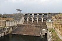Wivenhoe dam wall.jpg