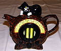 """Vintage Radio"" Shaped Ceramic Teapot with a ""Cat"" Lid, Made in England (8546314226).jpg"