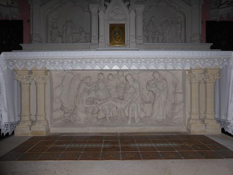 Maître autel de l'église Saint-Pierre de Coulimer, dans l'Orne.