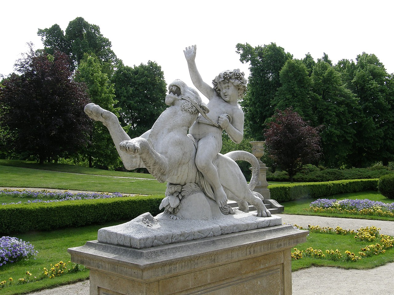 Łańcut palace - child statue (2).jpg