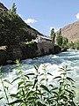 Горная река в Таджикистане (пейзаж).jpg