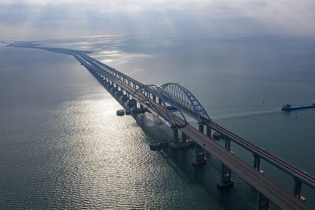 Крымский мост 21 декабря 2019 года.jpg