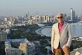 На фоне панорамы Баку.jpg