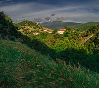 Последни слънчеви лъчи над село Влахи.jpg