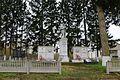 Щаслива, Братська могила і пам'ятник воїнам – односельчанам загиблим на фронтах ВВВ, біля Будинку культури.jpg