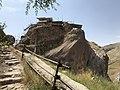 قلعه الموت از نمای شرقی پله ها.jpg