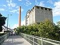 006 Brest Lambézellec L'ancienne brasserie et la passerelle de l'ancienne voie ferrée.jpg