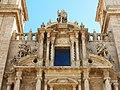 139 Sant Miquel dels Reis (València), coronament de la façana amb els Reis d'Orient.jpg