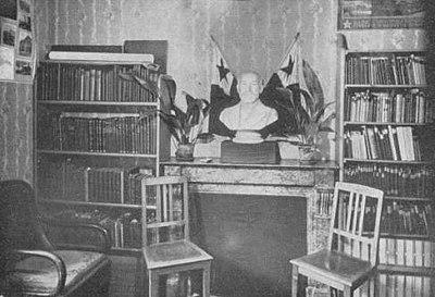 1923-uea-bib.jpg