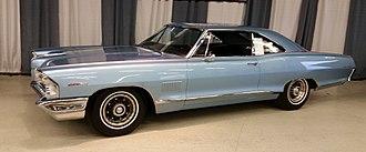 Pontiac 2+2 - Image: 1965 Pontiac 2+2 coupe