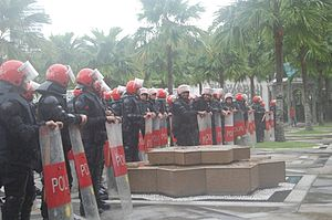 Federal Reserve Unit - The riot police units were placed at various places around Kuala Lumpur. A unit was on active duty at the Masjid Negara.