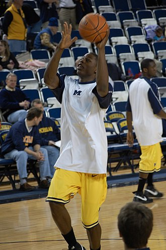DeShawn Sims - DeShawn Sims warming up (2008-02-17)