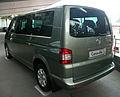 2008 Volkswagen Caravelle (T5) TDI LWB van 03.jpg