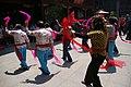 20090510 Taniec w świątyni boga miasta w Szanghaju 0702 6517.jpg