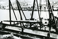 28 cm sk c-34 unloaded in Bergen before shipping to Sotra and mounted on Fjell festning.jpg