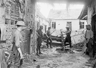2nd Division (Australia) - 3rd Medium Trench Mortar Battery in action, Ville-sur-Ancre 29 May 1918
