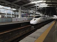 A Train of Kyushu Shinkansen passing Shin-Tosu Station.JPG