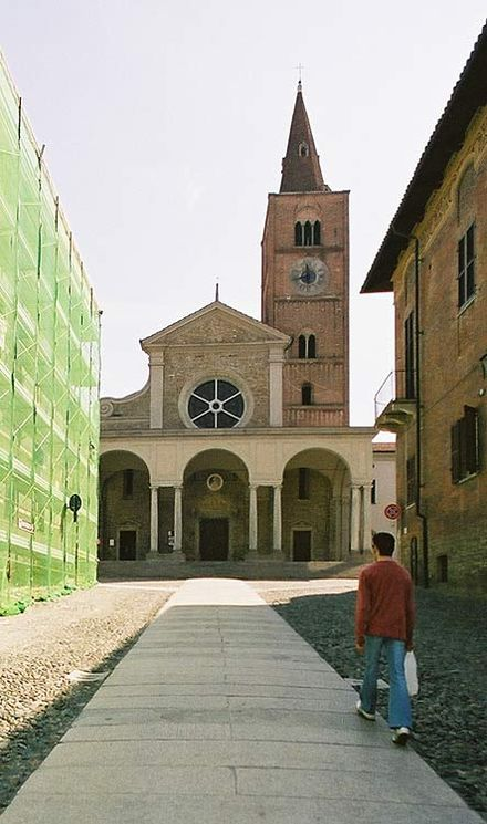 The cathedral. The loggia dates from the 17th century. Acqui Terme - the cathedral.jpg