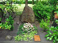 Adolf Dünnebacke, Friedhof Tegel - Mutter Erde fec.jpg