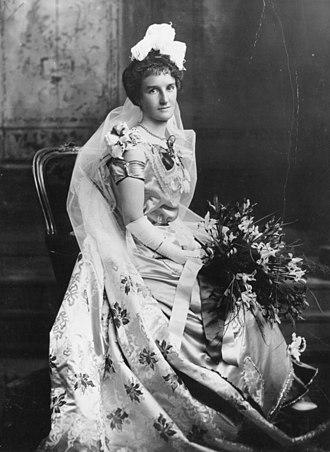 Ball gown - Image: Agnes Melanie Dickson as a debutante, ca. 1890 (9306366314)