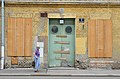 Alanovaplatz 7, Schwechat - door with old woman.jpg