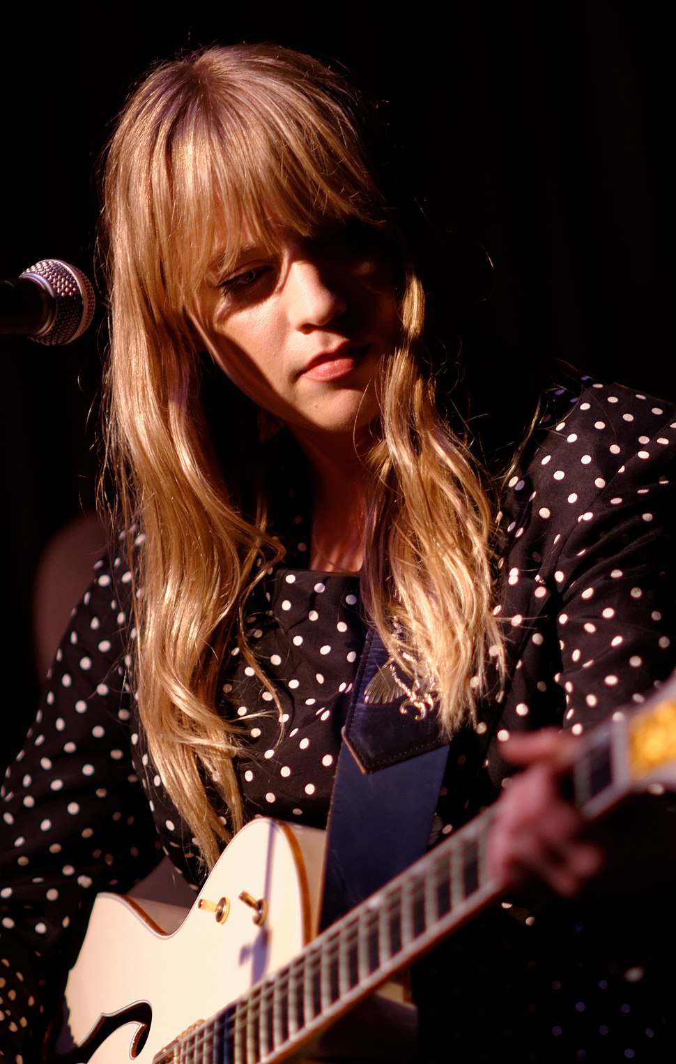 Alexz Johnson 2015 (Crop)