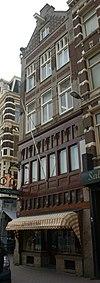 foto van Winkel met werkplaats en kantoorruimte en bovengelegen conciërgewoning