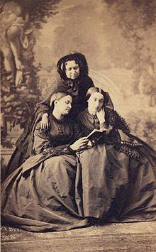Anna Zofia Czartoryska z córką i synową.jpg