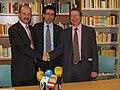 Antoni Daura, president del Gremi de Llibreters, Oriol Izquierdo, director de la Institució de les Lletres Catalanes, i Narcís Castanyer, president d'Abacus cooperativa. (8287829170).jpg