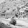 Aquaduct in de wand van het dal van de Nahr el Kelb, Bestanddeelnr 255-6433.jpg