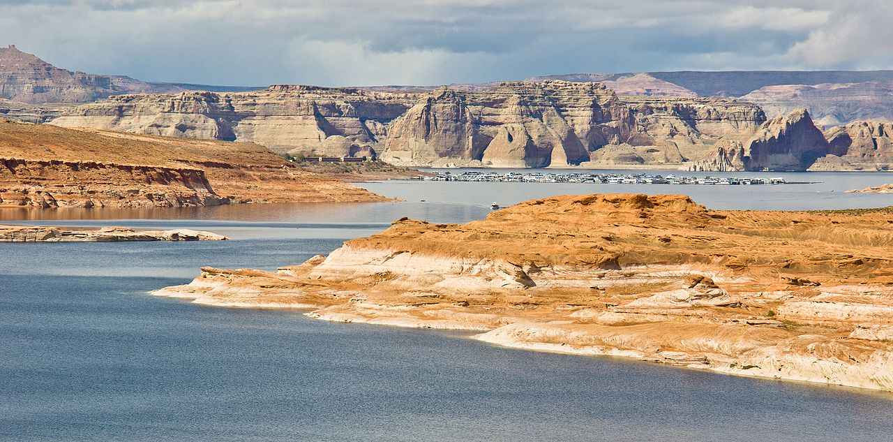 lake powell buddhist dating site A mother has drowned after diving into a lake to rescue her two-year-old son chelsey russell jumped from her houseboat after her son fell overboard during a family trip across lake powell in utah.