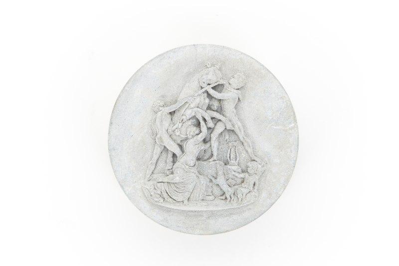 File:Ask av lava från början av 1800-talet. På locket farnesiska tjuren skuren i relief - Skoklosters slott - 93551.tif