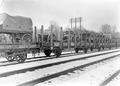 Auf der Eisenbahn verladene Geschütze und Materialwagen - CH-BAR - 3239435.tif