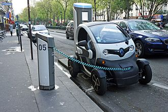 Renault Twizy - Twizy charging at an Autolib' carsharing station in Paris