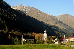 Bach - Ort mit Kirche im Tiroler Lechtal.JPG