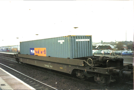P&O Nedlloyd inter-modal freight well car at Banbury station. England, (2001) Banbury box car 2001 1st.png