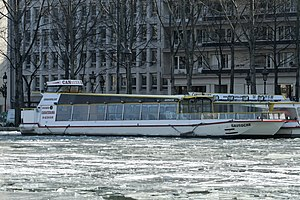 Bassin de la Villette gelé, 2012-02-11 Gavroche Canauxrama.jpg