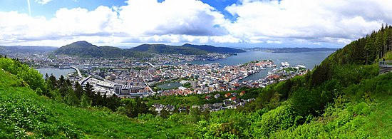 Bergen panoramic photograph taken from Fløyen mountain.jpg