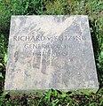 Berlin, Mitte, Invalidenfriedhof, Grab Richard von Klitzing, Restitutionsstein, 2003, Feld G.jpg